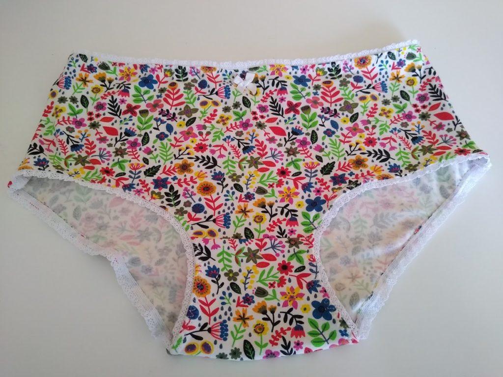 sewing underpants, ondergoed naaien, kantrandje, sierelastiek, ondergoedelastiek